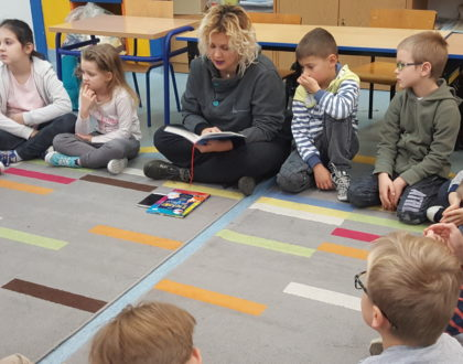 """Czytanie na dywanie"""", kolejne spotkania z rodzicami w klasie 1"""