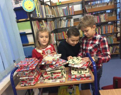 """""""Wypożycz sobie prezent na święta""""- akcja biblioteki szkolnej"""